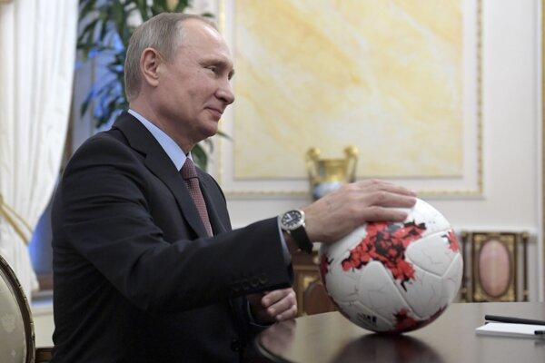 Ruský prezident Vladimír Putin sľúbil, že nešťastný štadión stihnú včas.