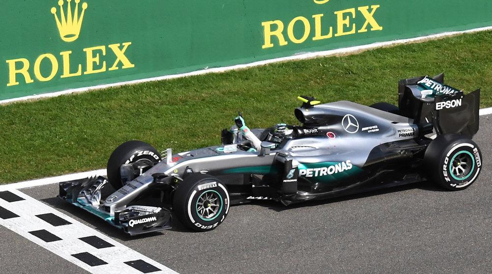 Nico Rosberg a jeho tím Mercedes oslavujú víťazstvo na Veľkej cene Belgicka.