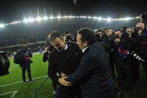 Luis Enrique (vľavo) vyjadril nespokojnosť s výkonom svojich zverencov.