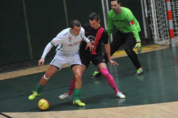 Futsal Prešov-Stará Lubovna. Vľavo Prešovčan Tomáš Eliáš. (Zdroj: Viktor Zamborský)