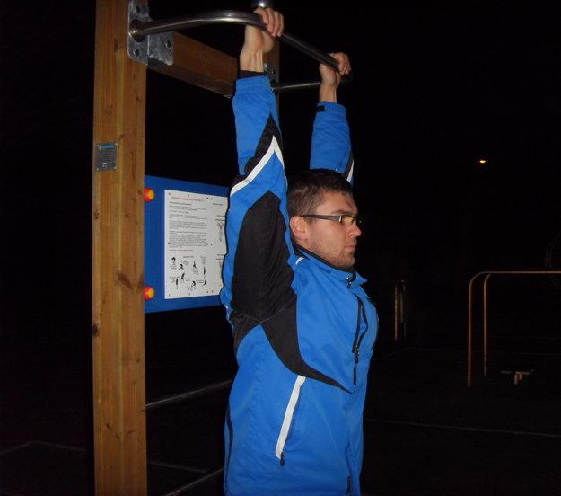 Šimon Sirý hovorí, že na novom ihrisku cvičiť nemôže.