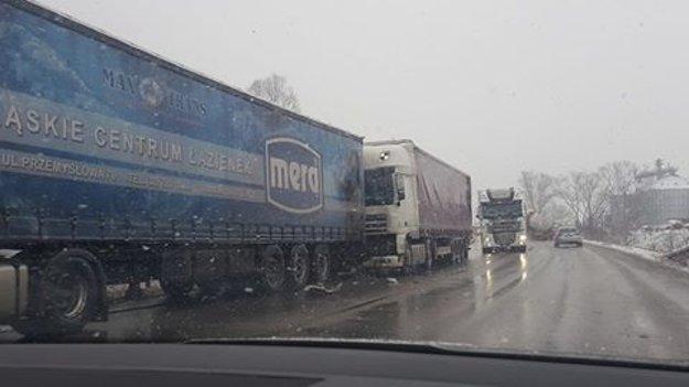 Zrážka kamiónov v Kysuckom Lieskovci.
