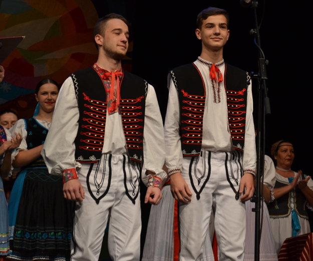 Bratia Peter a Denis Zjatikoví. Stali sa laureátmi v duo speve.
