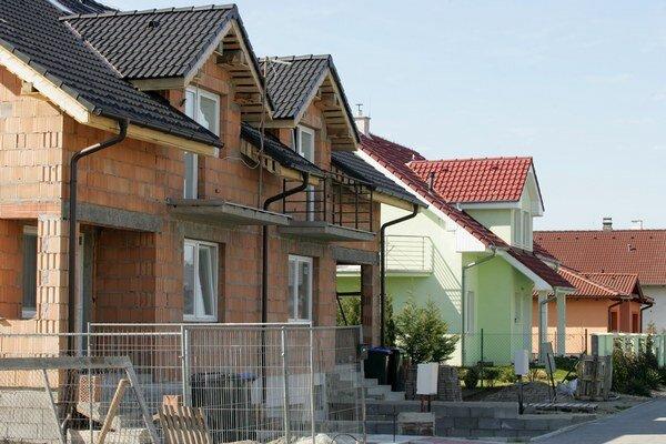 Nová legislatíva má zabrániť exekútorom, aby za tisíceurovú pohľadávku mohli niekomu predať dom alebo byt.