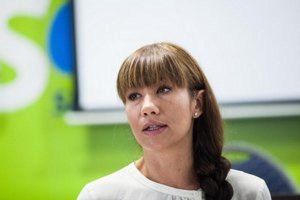 Deti z osád podľa poslankyne Lucie Nicholsonovej potrebujú vzdelanie.
