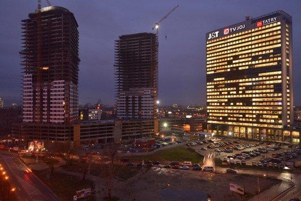 Dve veže Panorama City vyrastajú pri dunajskej promenáde v blízkosti nákupného centra Eurovea na Landererovej ulici v Bratislave.