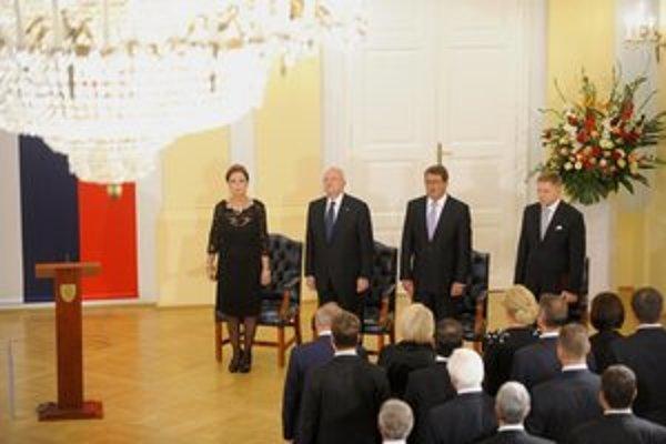 Slávnostné zasadnutie Národnej rady pri príležitosti 20. výročia prijatia Ústavy. Na snímke zľava predsedníčka Ústavného súdu Yvetta Macejková, prezident Gašparovič, predseda Národnej rady Paška a premiér Fico.