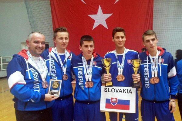 Reprezentanti SR. Zľava: M. Melišek, D. Kováčik, T. Ševčík, L. Kratochvíla, A. Levický.