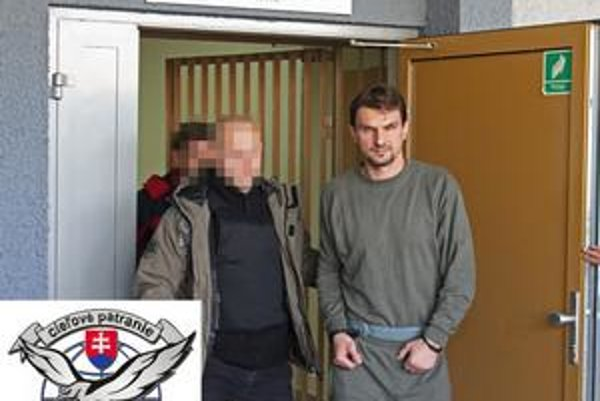 Mella zatkli poľskí kukláči v prenajatom dome v Krakove. Skrýval sa tam aj s partnerkou, slovenskou herečkou Zuzanou Marošovou.