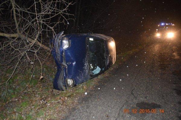 Takto skončilo auto po nehode pri Obišovciach.