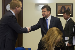 Miroslav Beblavý a Miroslav Lajčák prichádzajú na poslanecký prieskum.