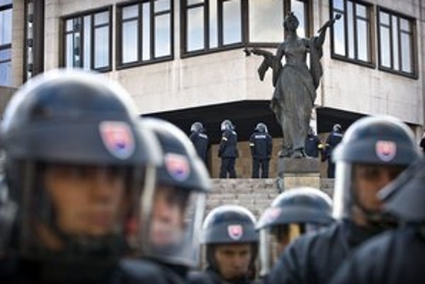 Policajti u nás v posledných rokoch skôr pribúdali.