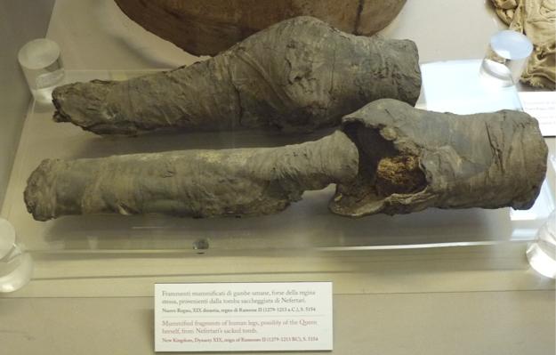 Zostatky nôh kráľovnej Nefertari.