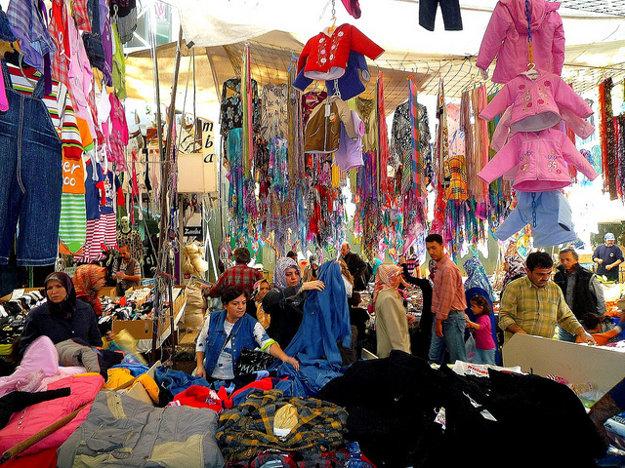 Pouličné nákupy v Istanbule sa nezaobídu bez vyjednávania o cene.