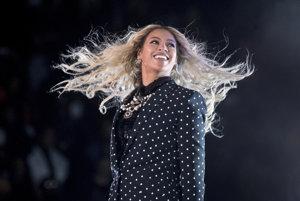 Beyoncé získava za svoj album Lemonade chválu po celom svete.