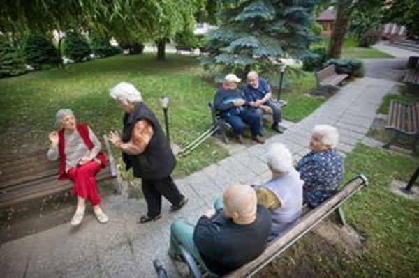 Domovy dôchodcov môžu klientov naďalej kasírovať.