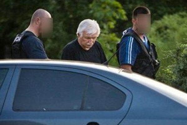 Rektor Krajník po zatknutí.