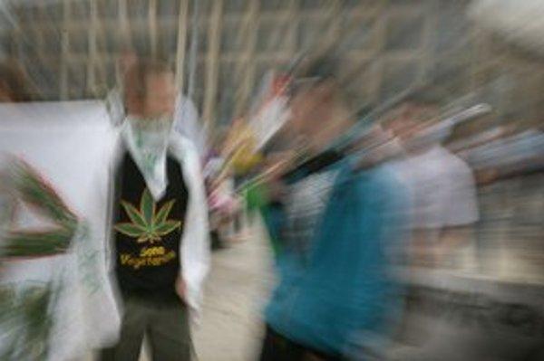 Najviac mladých skúša marihuanu.