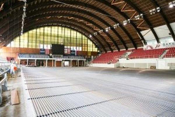 Archívna snímka z rekonštrukcie banskobystrického štadióna.
