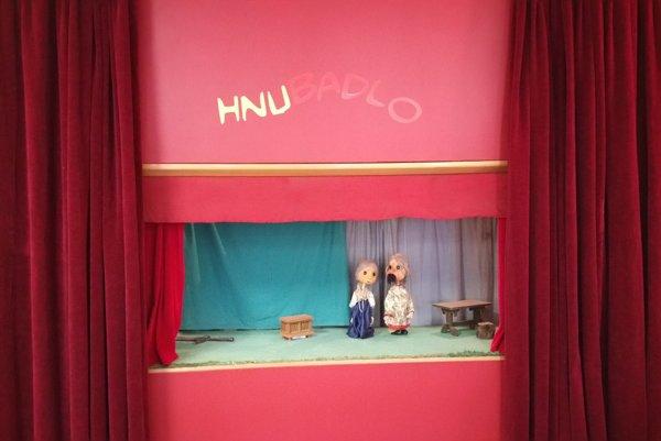 Javisko bábkového divadla.