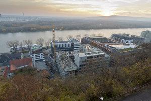 Stavebné práce na polyfunkčnom komplexe v bratislavskom podhradí Zuckermandel.