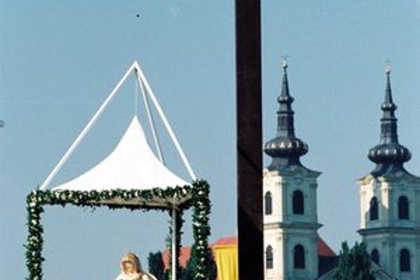 Pri bazilike v Šaštíne, zasvätenej Sedembolestnej, sa zastavil na svojej návšteve aj pápež Ján Pavol II.