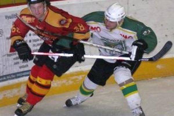 Marek Žila (vpravo) by mal ako jeden z najskúsenejších hráčov MŠHK patriť k ťahúňom tímu.