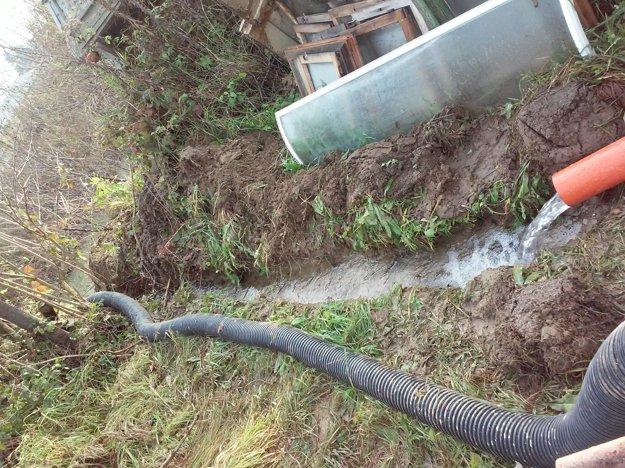 Vodu z vrtov odvádzajú do Torysy.
