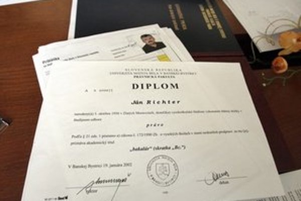 Diplom ministra práce.