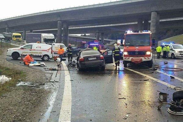 Pri decembrovej nehode pri Dubnej skale vyhasol život 31-ročného vodiča.