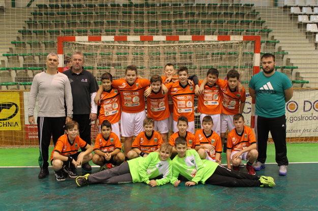 Družstvo žiakov HC Štart kategórie U12, ktoré na Mikulášskom turnaji zvíťazilo.