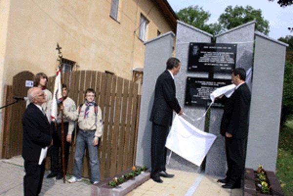 Nováky si uctili ľudí, ktorí za komunistického režimu trpeli.