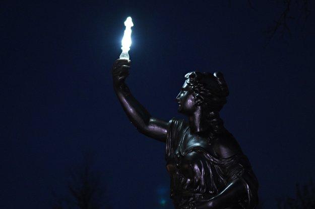 Na snímke detail odhalenej sochy Svetlonosky v rovnomennom parku na Hviezdoslavovej ulici v Kežmarku.