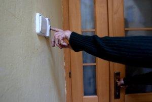 Podvodníci neváhajú pod rôznymi zámienkami vniknúť do príbytkov ľudí.