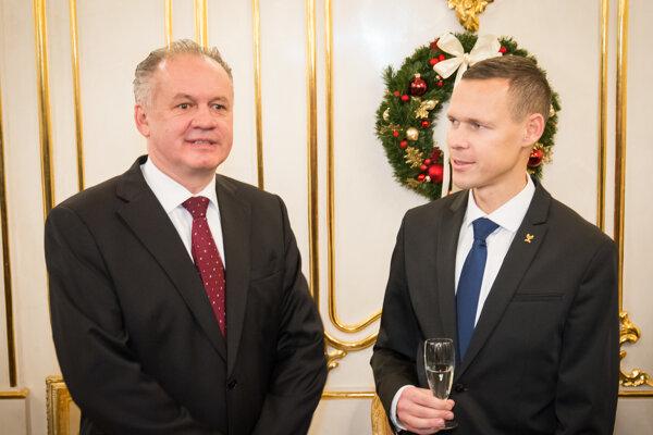 Prezident Andrej Kiska (vľavo) debatuje so zlatým olympijským medailistom Matejom Tóthom.