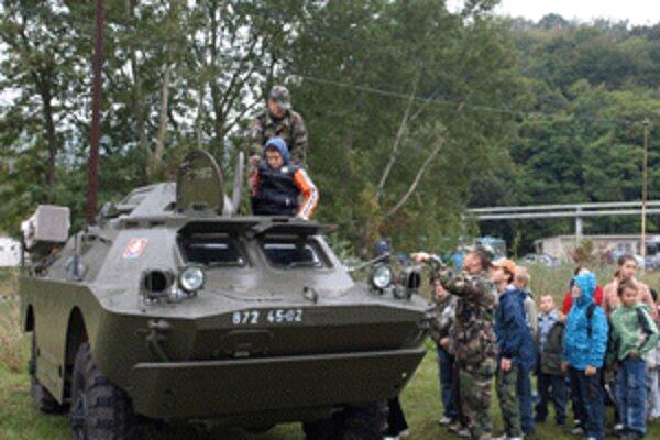 Deti si budú môcť vojenskú techniku obzrieť zblízka.