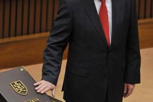 Pavol Pavlis pri poslaneckom sľube.