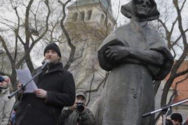 Nicholson na piatkovom proteste.
