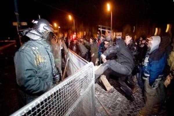 Ľudia sa nesprávajú jednotne ani na demonštráciách.
