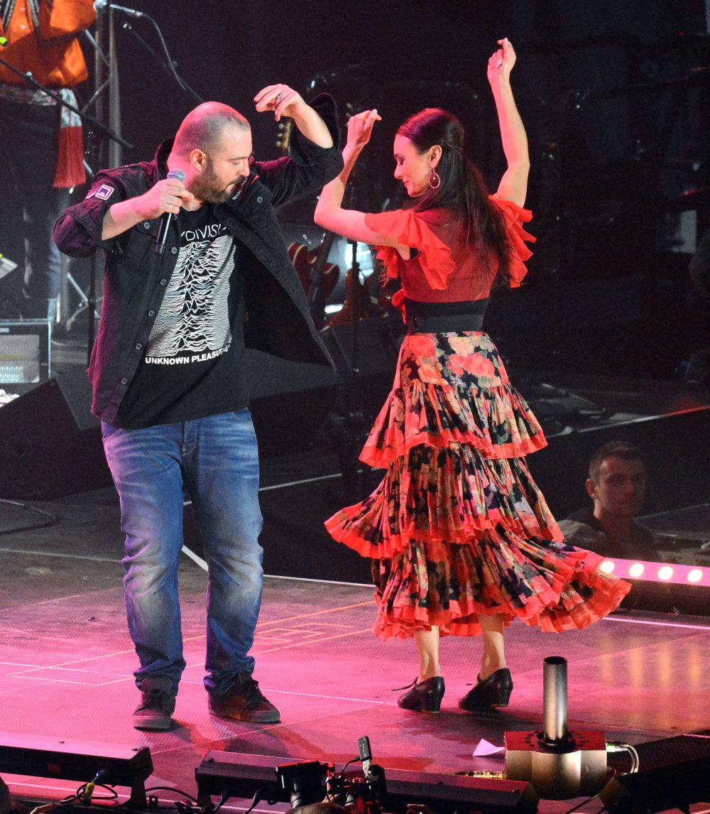 Vraj si s Lúčnicou nezatancoval. Publikum rozveselil, keď sa rozhodol strihnúť si tanec s folkloristkou. Neskôr sa ospravedlňoval, že nie je výrazný tanečný talent.