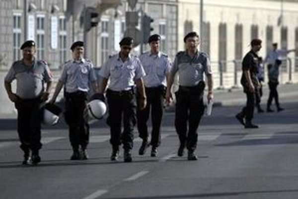 Rakúska polícia v uliciach Viedne.