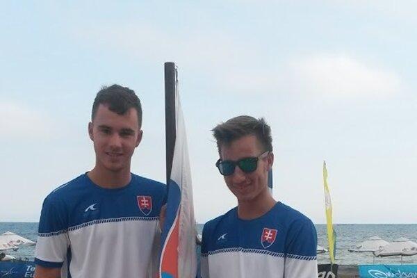 Adam Kakula (vľavo) počas ME v plážovom tenise v Bulharsku.