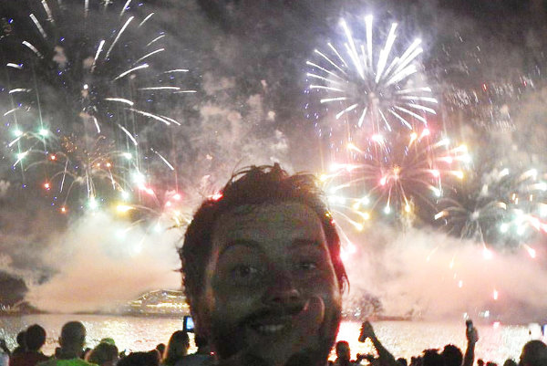 Veľkolepý novoročný ohňostroj trval šestnásť minút.