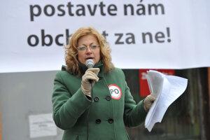 Aktivistka Ľuba Kráľová počas zhromaždenia občanov s výzvou vláde o výstavbe západného a severného obchvatu Prešova.