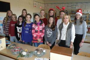 Desať žiačok a dve učiteľky majú najväčší podiel na úspechu charitatívnej akcie.