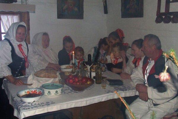 Vianočná výstava od 5. do 31. decembra v Kysuckom múzeu je ukážkou toho, čo nesmelo v minulosti chýbať na štedrovečernom stole, aby bola zabezpečená prosperita, zdravie a súdržnosť celej rodiny i hospodárstva.