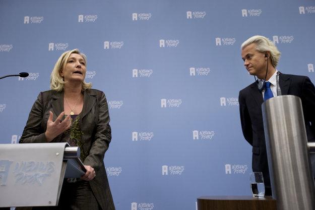 Le Penová a Wilders. Falošné správy im pomáhajú.