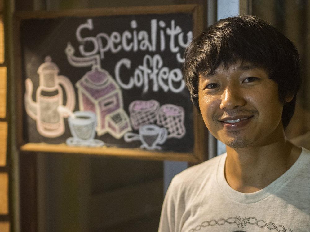 Lee pomohol biznisom s kávou vlastnej dedine.