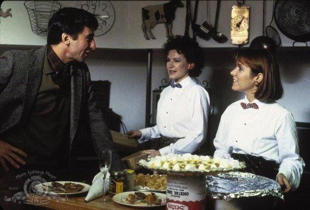 Vo filme Hana a jej sestry varila.