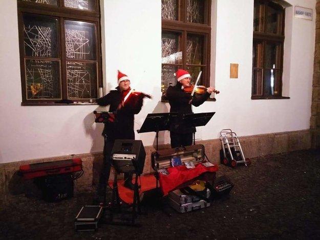 Na vianočných trhoch spolu hrajú už niekoľko rokov.